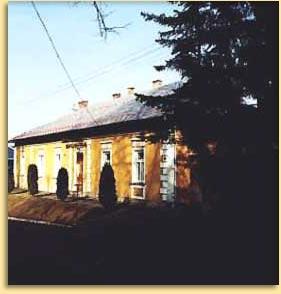 Zdjęcie przestawiające budynek biblioteki we Frysztaku