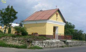 Zdjęcie przedstawiające kapliczkę w miejscowości Cieszyna