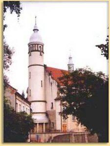 Zdjęcie przedstawiające kościół we Frysztaku